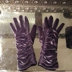 Cejon Silver Velvet Gloves